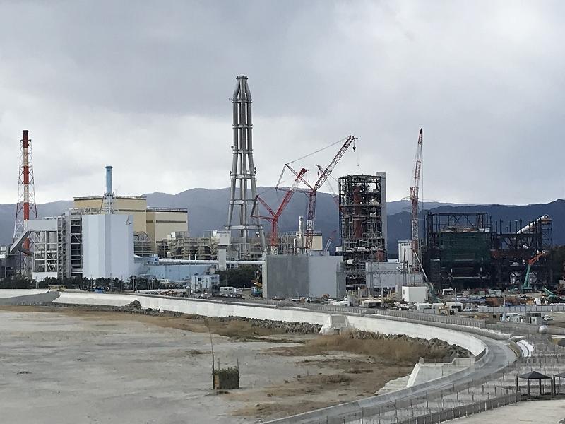昼間の常磐火力発電所