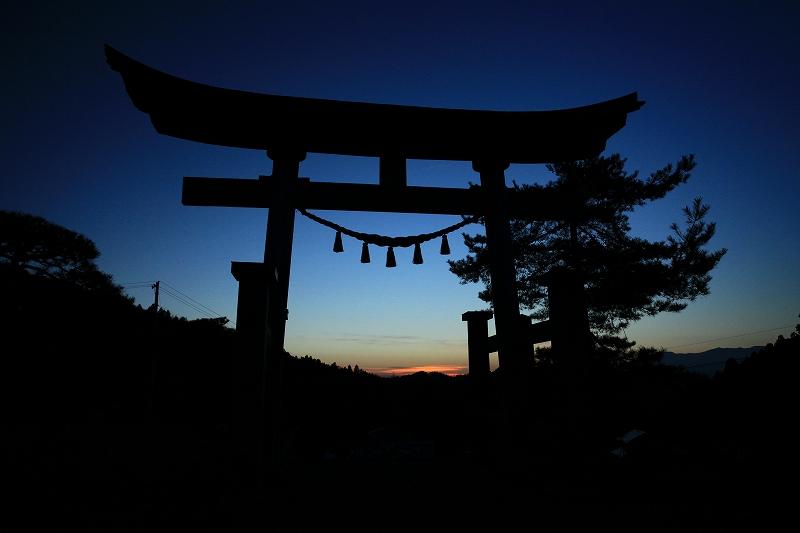 幡祭り終了後の鳥居の夕日